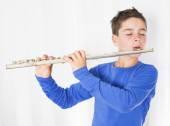 Chłopiec z flet — Zdjęcie stockowe