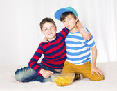 Two boys in bed — Foto Stock