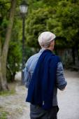 Homme dans le parc — Photo