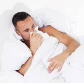 Man in bed with a cold — Stockfoto