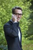 Mladý podnikatel na telefonu — Stock fotografie