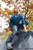 Chłopiec na plac zabaw dla dzieci — Zdjęcie stockowe