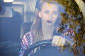 女人开车 — 图库照片