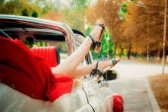 Woman legs out the windows of retro car — Stok fotoğraf