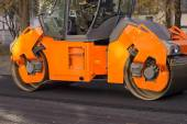 Road construction, steamroller at work — Stock Photo