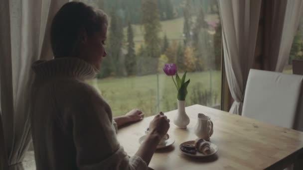 Одинокая женщина дома видео фото 325-744