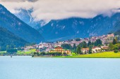 Auronzo di Cadore and Lake of Auronzo — Stock Photo