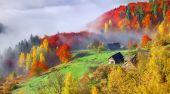 Autumn landscape in the mountain village. — Stock Photo