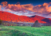 Autumn sunset in the mountain village — Stock Photo