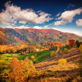 Autumn  in the mountain village — Stock Photo
