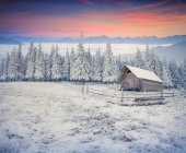 Beautiful winter sunrise in the mountain valley.  — Stock Photo
