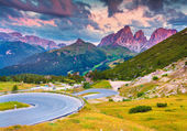 Dramatic sunrise on the Sassolungo — Stockfoto