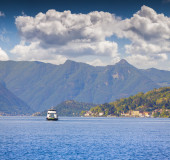 Travel by ferry on the lake Lecco  — Stock Photo
