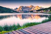 Bunte Sommer Sonnenaufgang auf den Misurinasee — Stockfoto