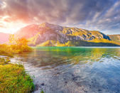 Colorful summer morning on the Bohinj lake  — Stock Photo