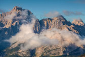 Mountain range at foggy summer morning — Stock Photo