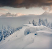 Winter morning in the Carpathian mountains. — Stock Photo