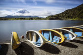 Clouds around Mount Fuji and boats in foreground — Stock Photo