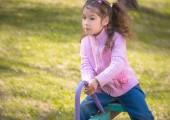 Joyful girl on a swing — Stock Photo