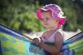 Kleines mädchen am strand — Stockfoto