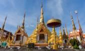 Wat praboromtat bantak Temple. It is enshrined relics of the Bud — Stock Photo