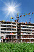 Construction of building a beautiful sky with sun as background — Stock Photo