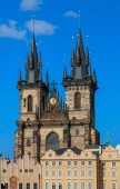 Beautiful gothic St. Vitus' Cathedral on Prague Castle with blue Sky — Stock Photo