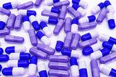 Tabletki na białym tle — Zdjęcie stockowe