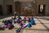 A Group Of Primary student learn about Egypt history — Stock Photo