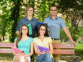 学生在公园 — 图库照片