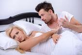 Casal na cama — Foto Stock