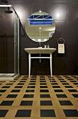 Contemporary bathroom interior — Stock Photo