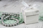Gift box and pearl — Stock Photo