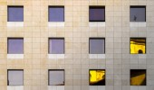 Windows and reflections on facade of building — Stock Photo