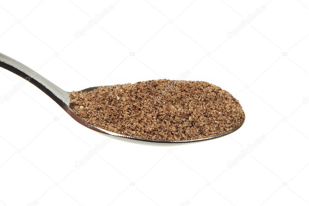 Grinded black pepper (Piper nigrum) on a teaspoon � Foto Stock ...