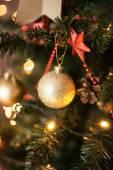 Vackra holiday inrett rum med julgran — Stockfoto