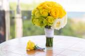 Bridal bouquet and boutonniere on the table — Stock Photo