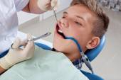 An injection of anesthesia to the patient — Stock Photo