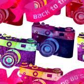 Seamless pattern - retro watercolor camera. — Stock Vector
