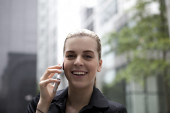 Young business woman speaking on mobile phone — Stock Photo