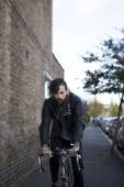 Young man in his 20s or early 30s with bicycle — Stockfoto