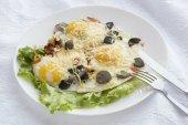 Scrambled eggs with mushrooms — Stock Photo