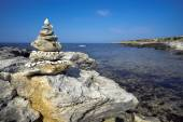 Stone pyramid on the beach. — Stock Photo