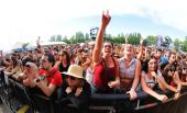 Fans from the audience at Dcode Festival — Stock Photo