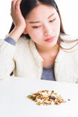 Looking at a pile of Chinese herbs. — Stock Photo
