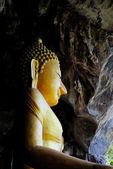 洞窟の中で仏 — ストック写真