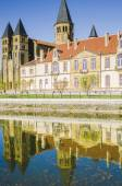 Basilic of paray-le-monial, burgundy, france — Stock Photo
