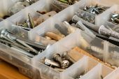 Organized bolts, screws, nuts and washers — Stockfoto