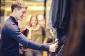 Par en una boutique — Foto de Stock
