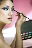 Makeup artist applying blusher — Stock Photo